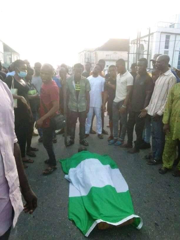 Akwa Ibom on fire as prison warden allegedly shoot protester at EndSars Protest in Uyo